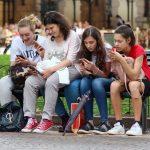 Más del 54% de los adolescentes mexicanos tienen el celular al alcance de la mano más de 12 horas al día